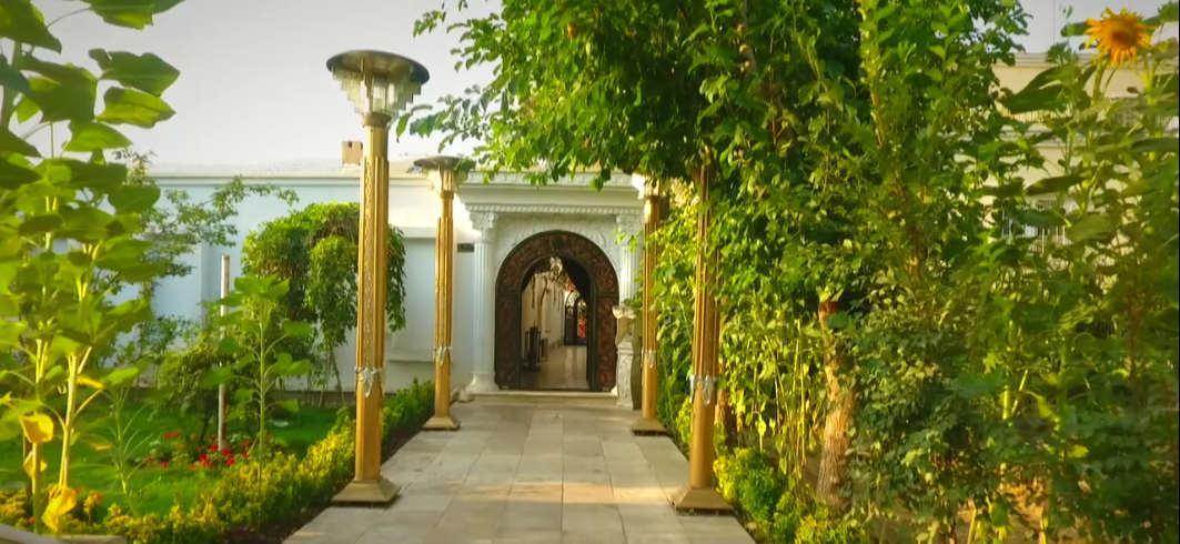 محوطه و دکوراسیون سالن زیبایی لی لی